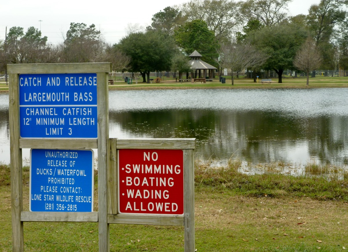 Bane Park in Houston: Many Amenities Including Fishing