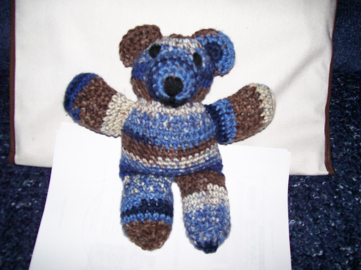 Crochet bear with yarn like knit bear's.