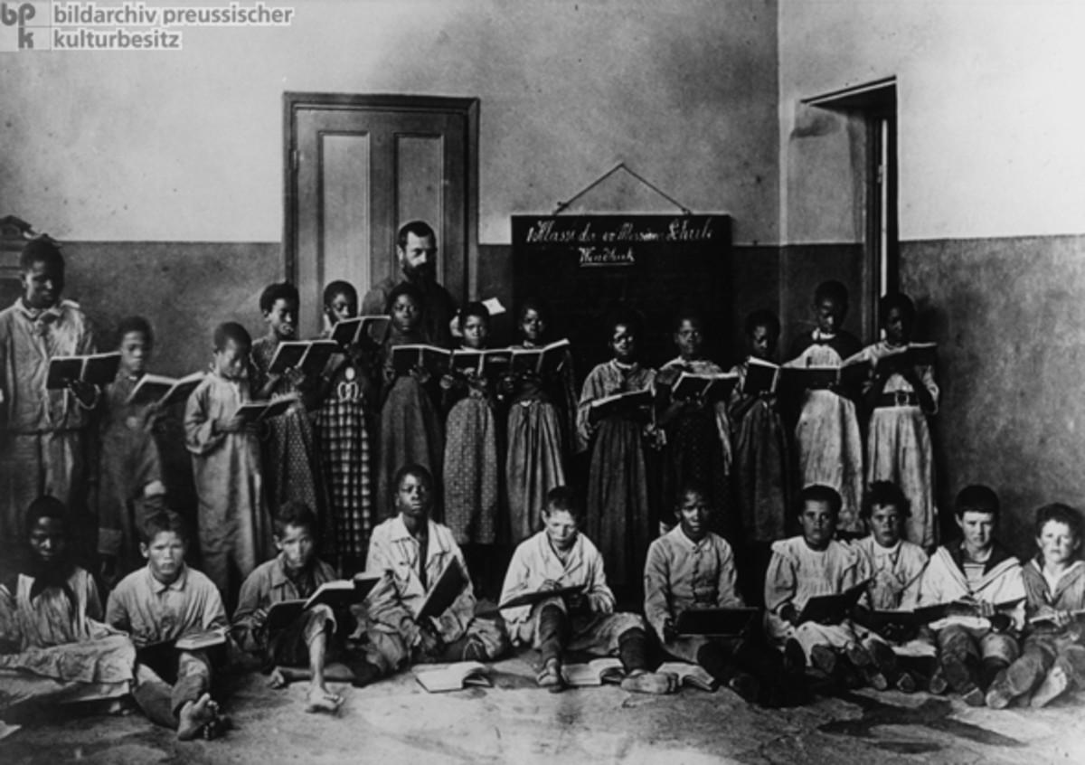 GERMAN MISSIONARIES IN AFRICA (1910)