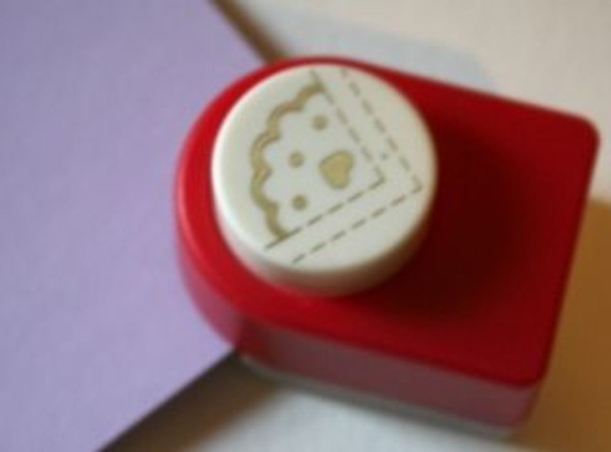 Just slide you paper into the corner of the cutter, making sure it fits snugly against the guides. Like this: