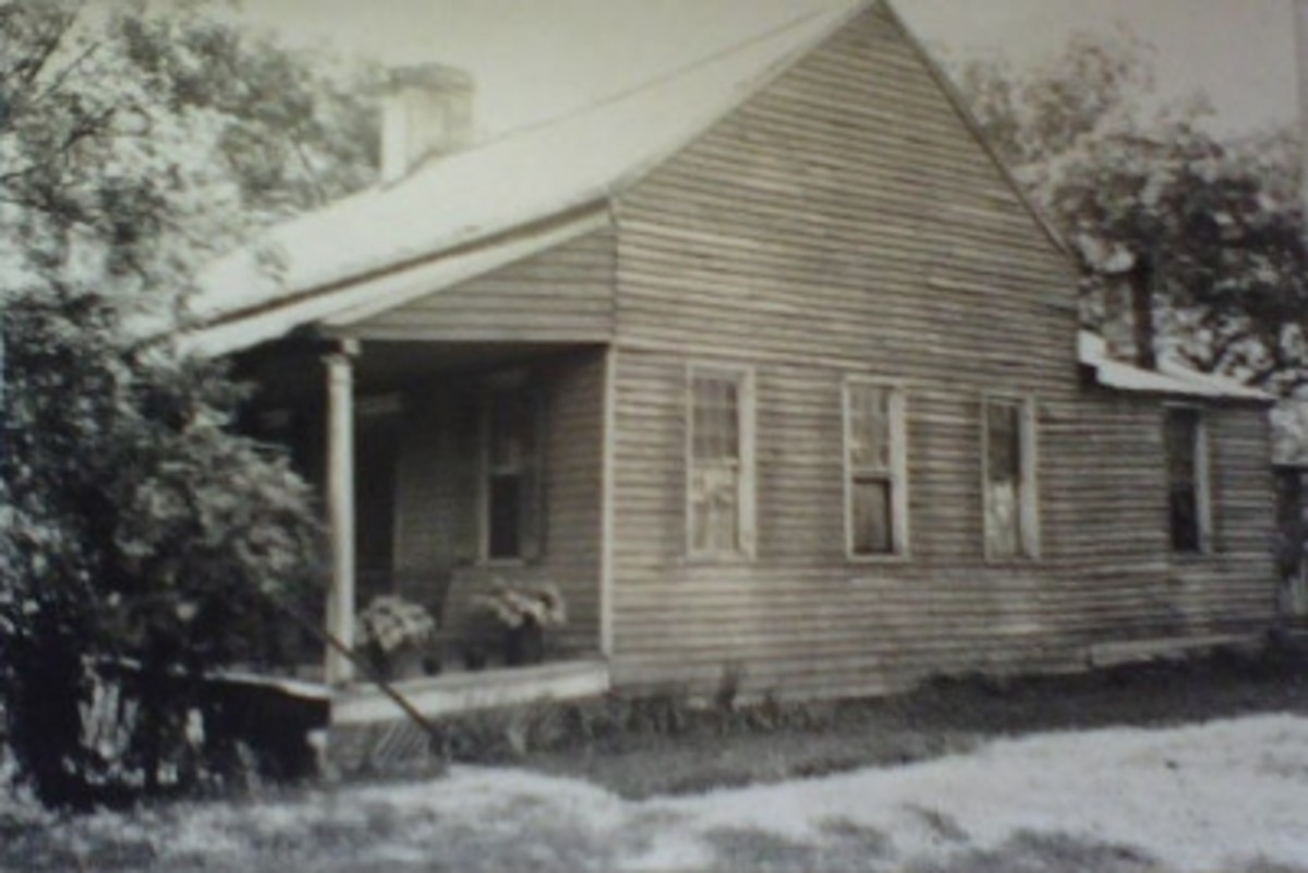 Home that sits at the corner of W. Queen and Mechanic Street.  Was B.C.Edens home