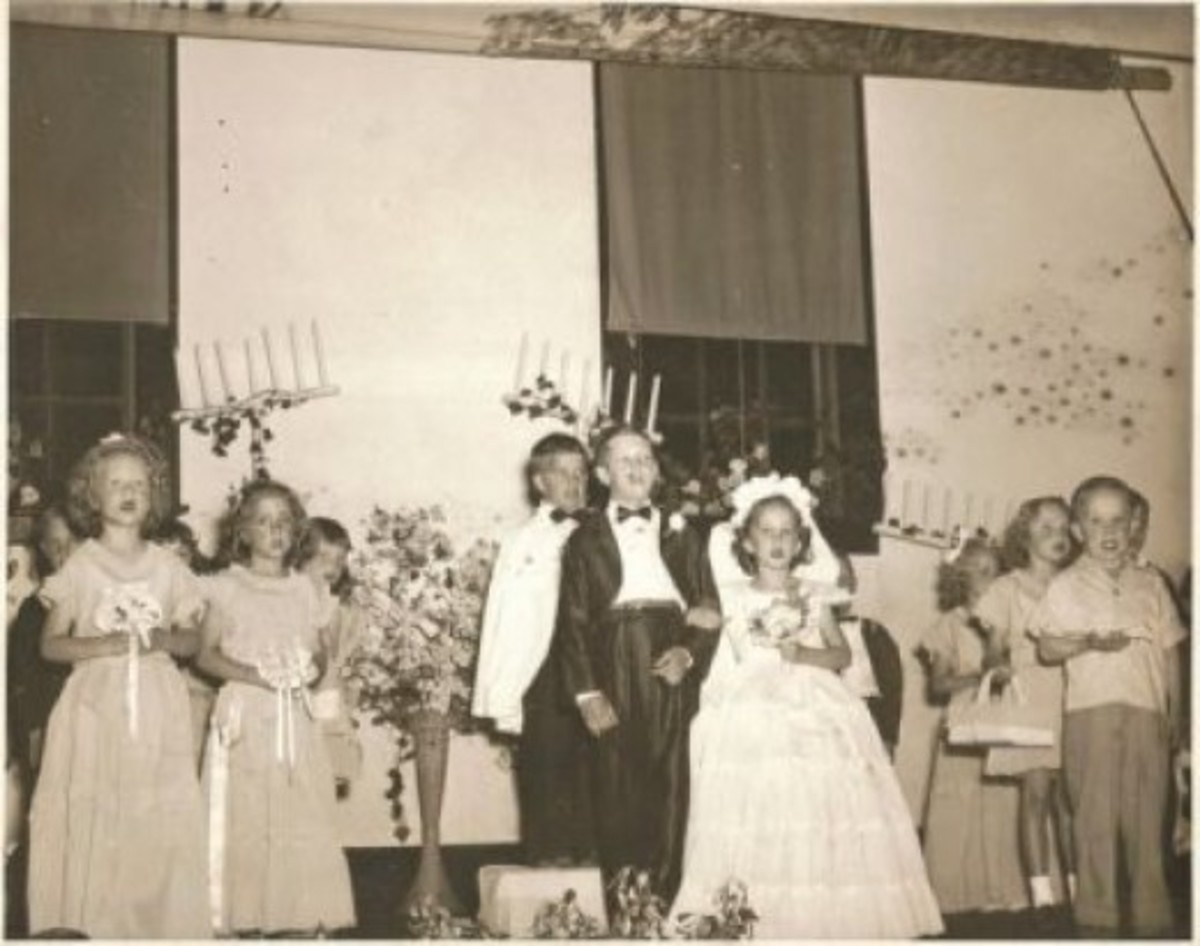 1949 Paper Doll Wedding