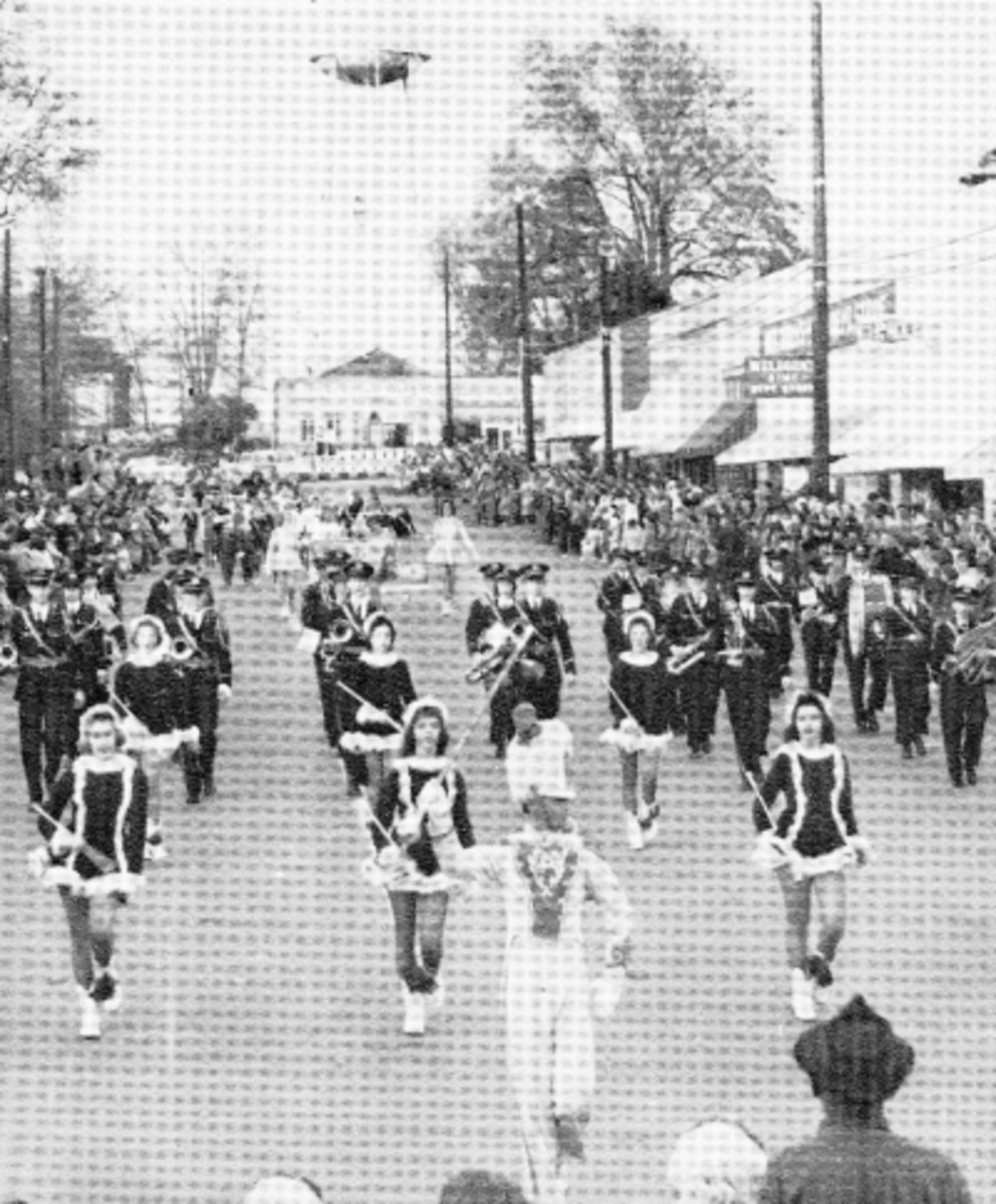 1958 or 1959 Christmas Parade On The Square in Pendleton
