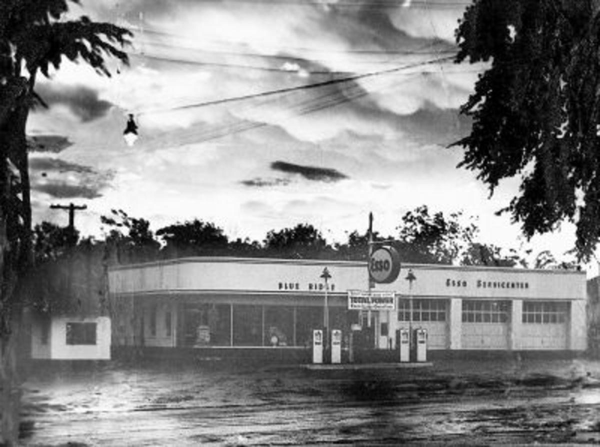 Smith's Esso Station 1955
