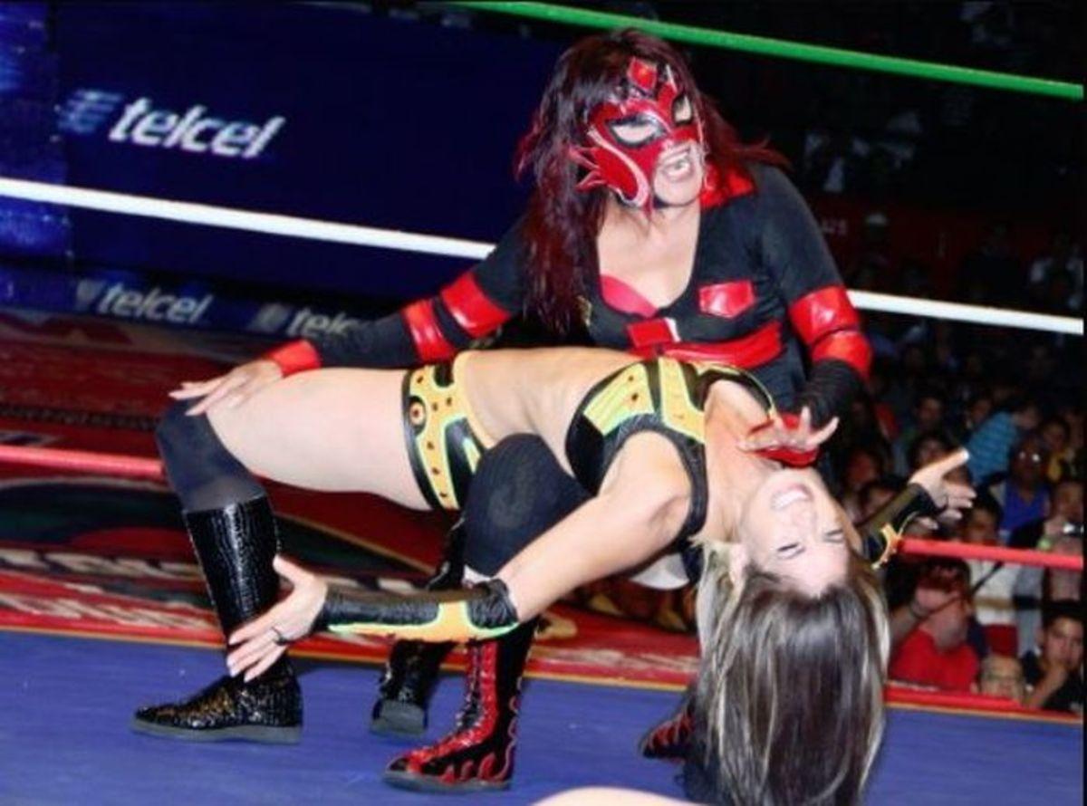 Dark Angel getting worked over by La Seductora