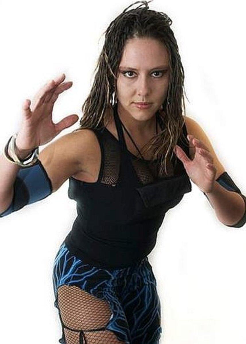 Canadian luchadora Aurora
