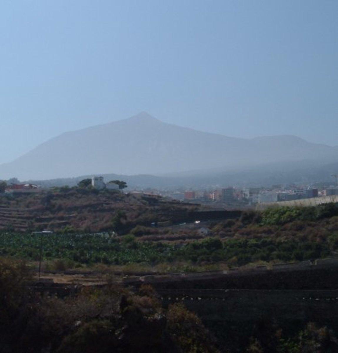 Mount Teide and Pico Viejo seen through a calima