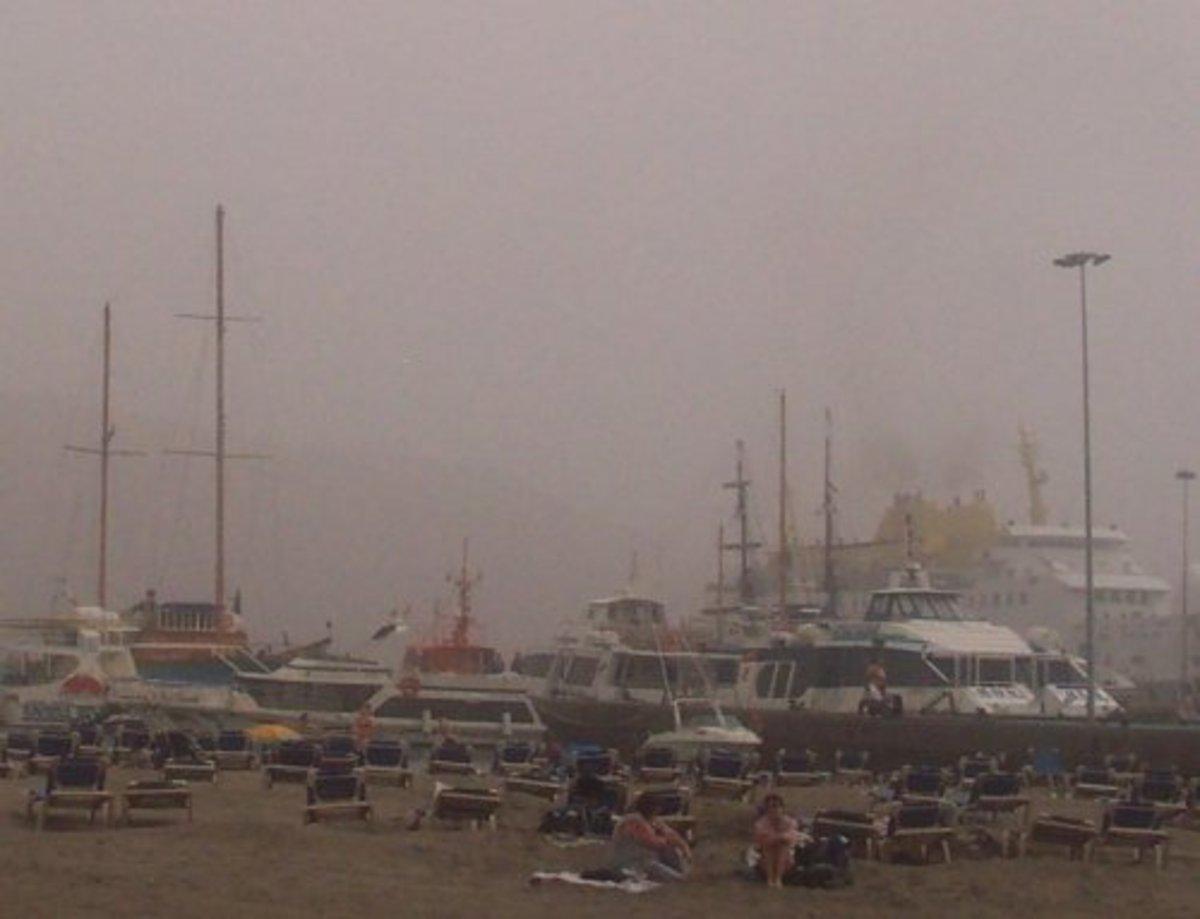 Boats seen through a calima at Los Cristianos