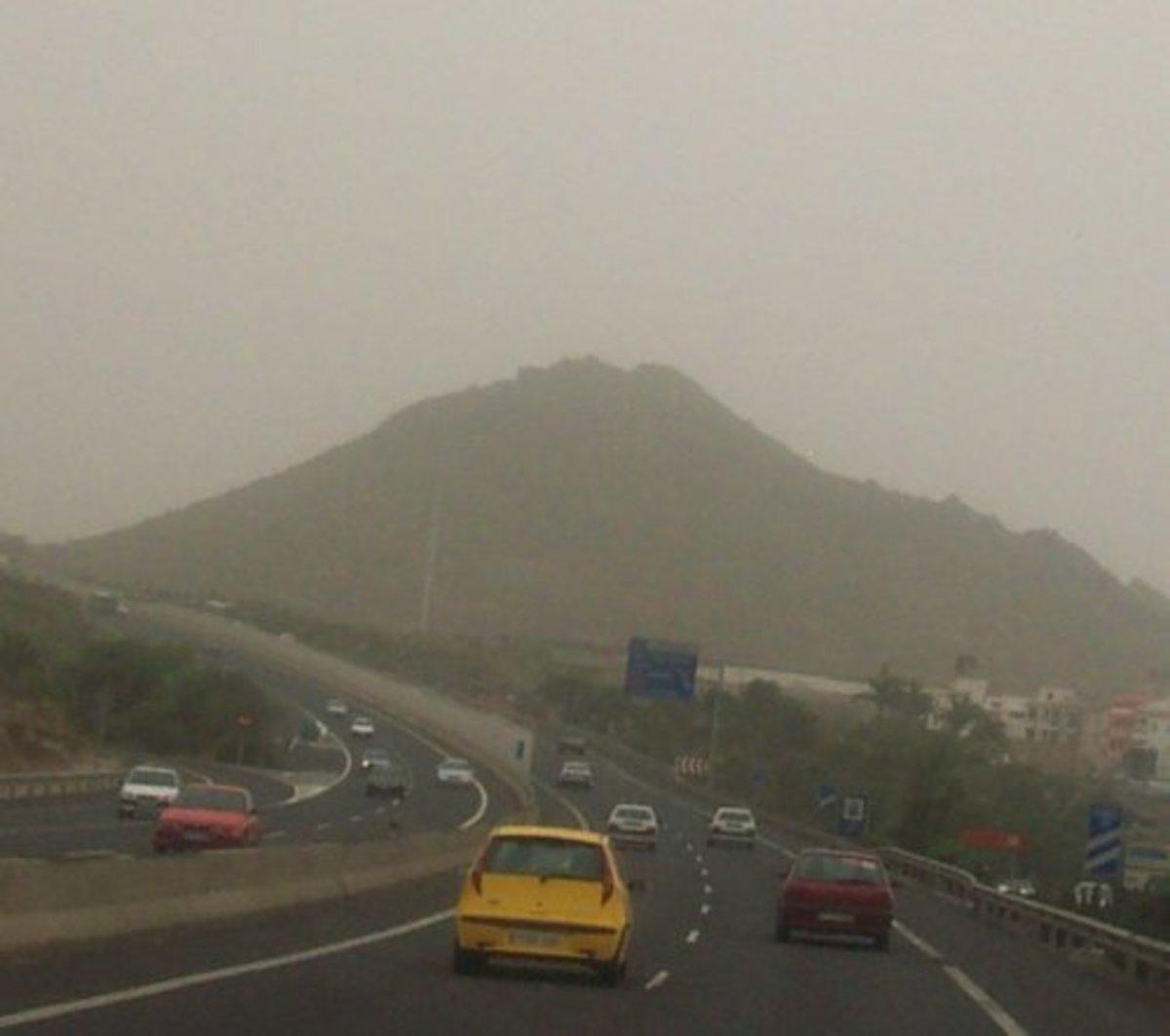 Guaza mountain through a calima