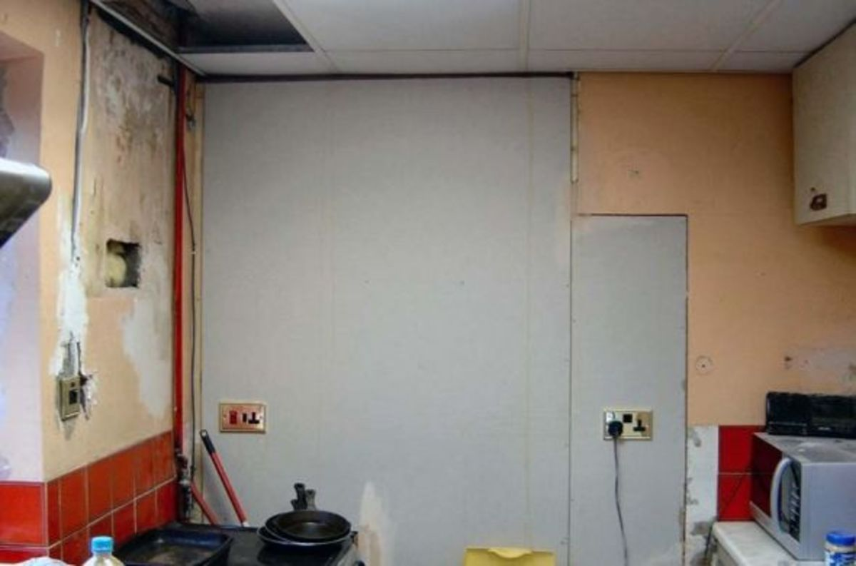 New stud wall in kitchen, blocking off old dead space to maximise on wall space and create an area behind for a cloakroom.