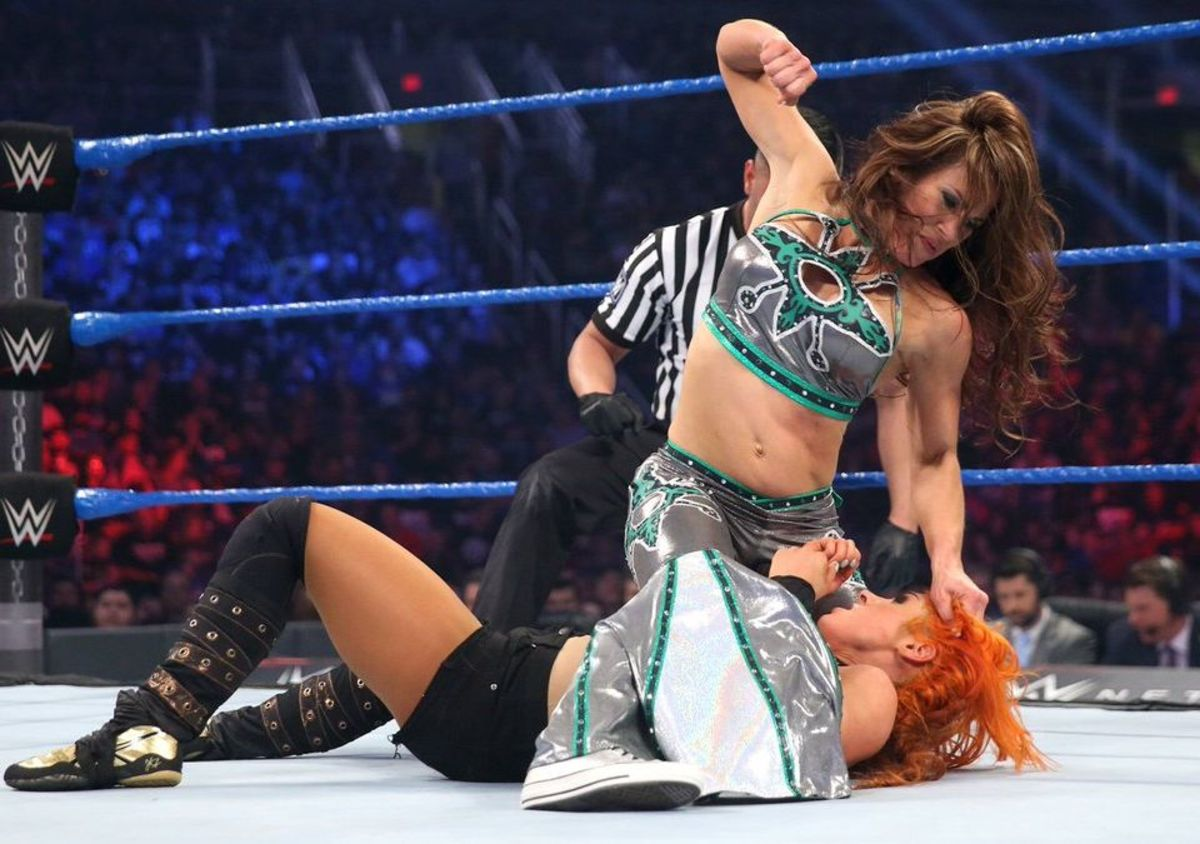 Mickie James vs Becky Lynch - WWE