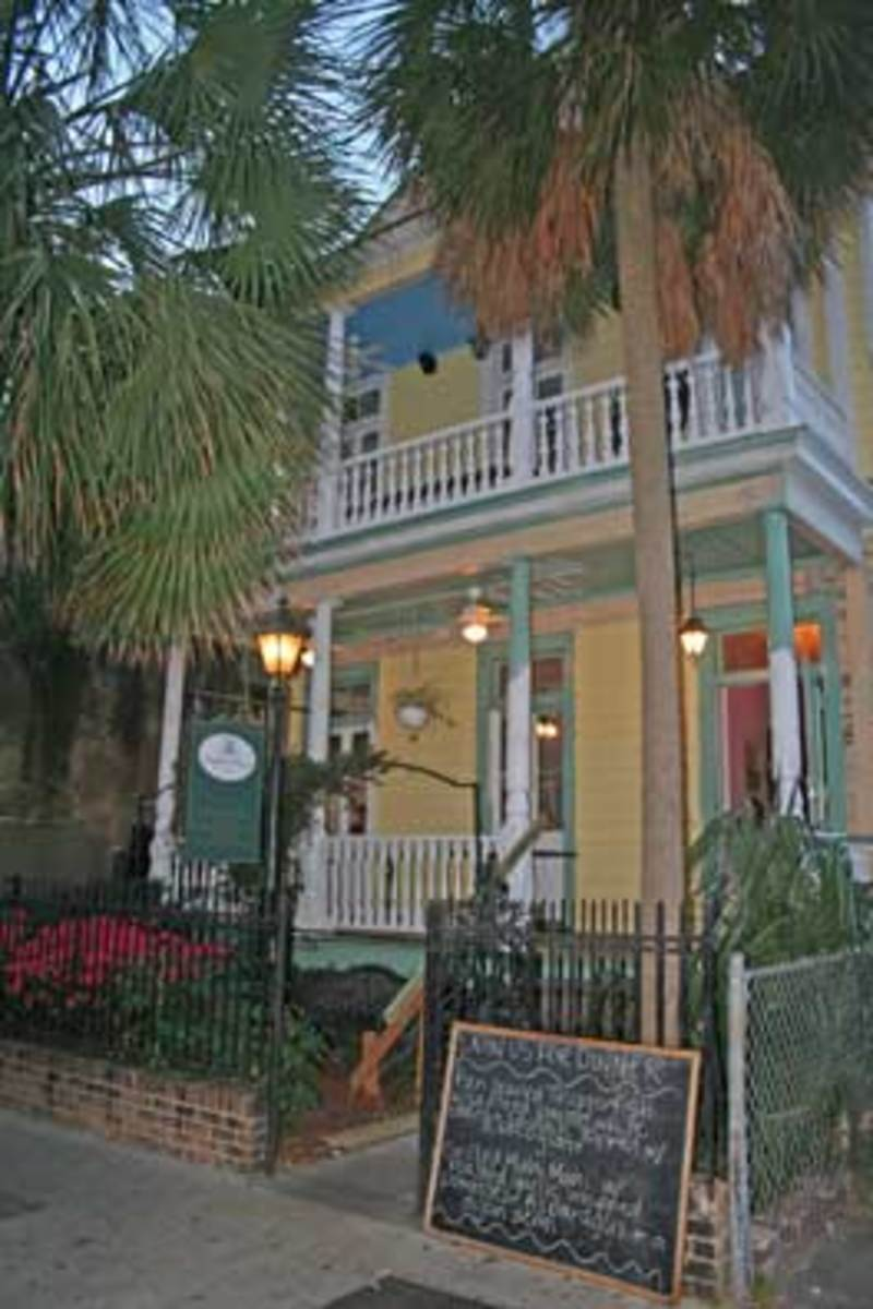 Haunted Poogans Porch Restaurant in Charleston South Carolina