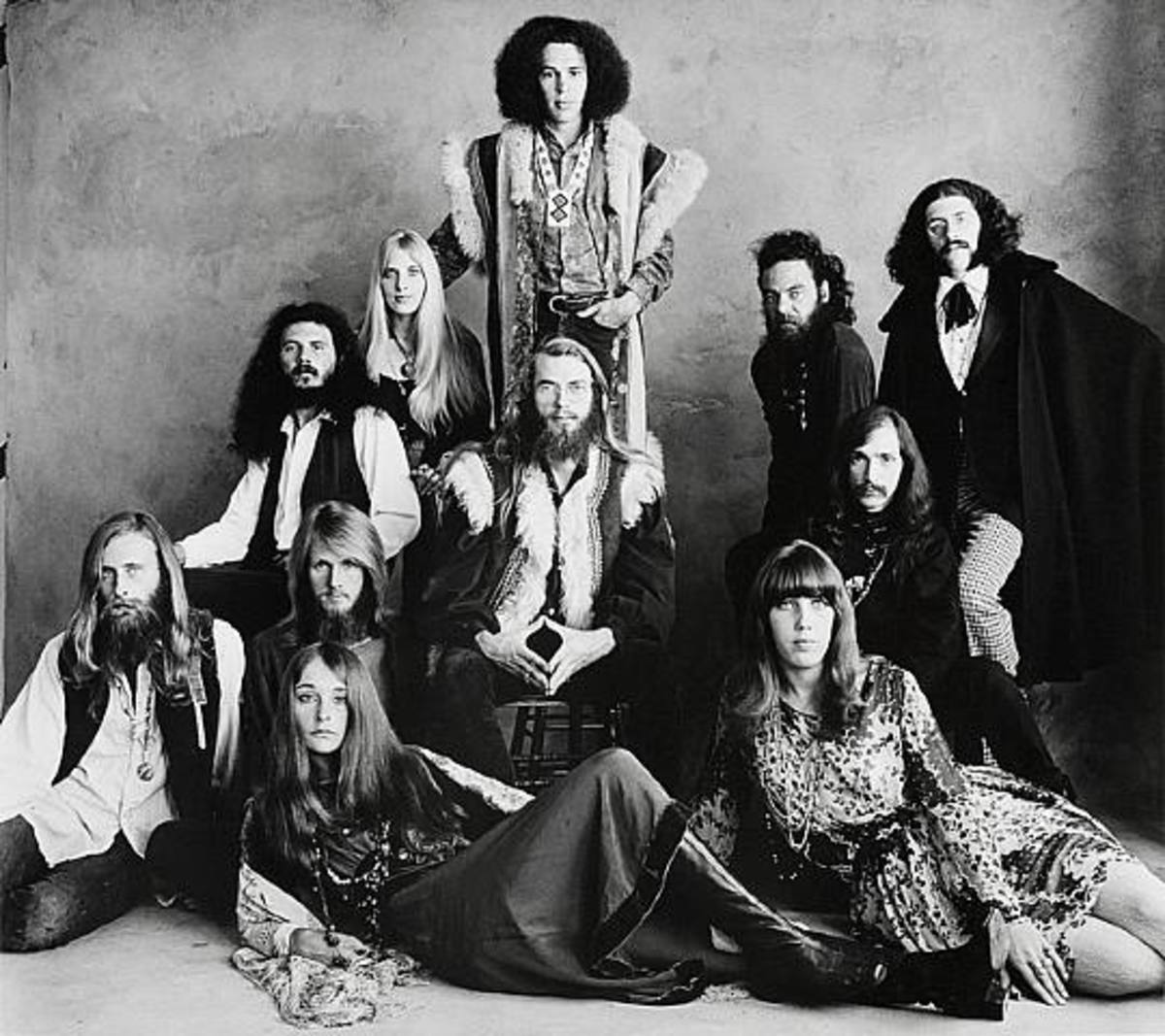 This is a photo of an early hippie group. (Irving-Penn)?