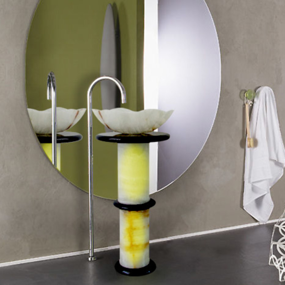 How to maximize space in a small bathroom hubpages - Maximizing space in a small bathroom collection ...