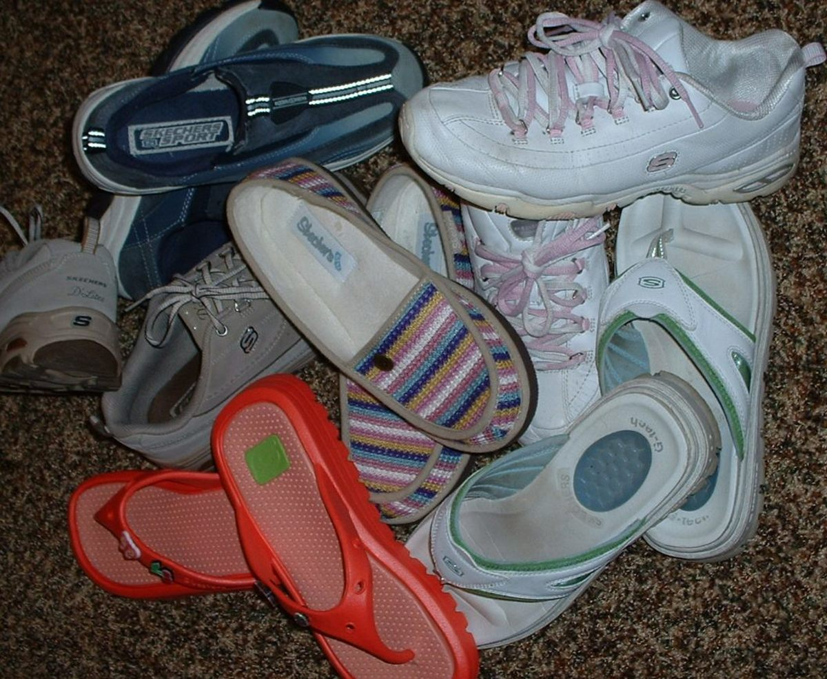 Shape up With Skechers Shape-Ups, Walking Shoes. How They Work and Do They Work? Skechers Shape Ups Review.
