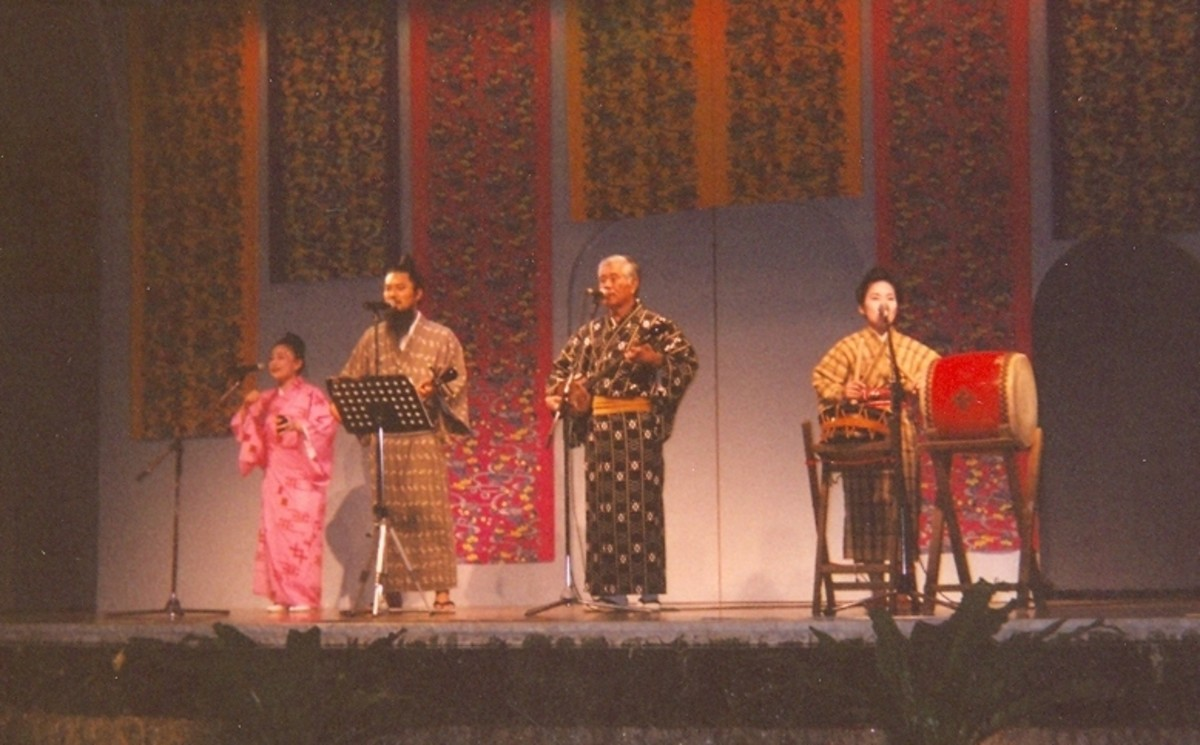 Okinawan folk music at Ryukyu Mura.
