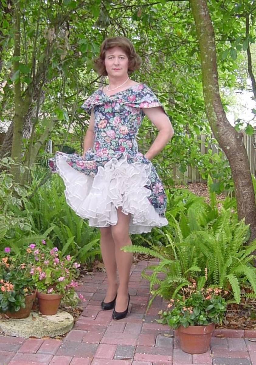 hot-men-in-petticoats--pictures-of-men-wearing-petticoats