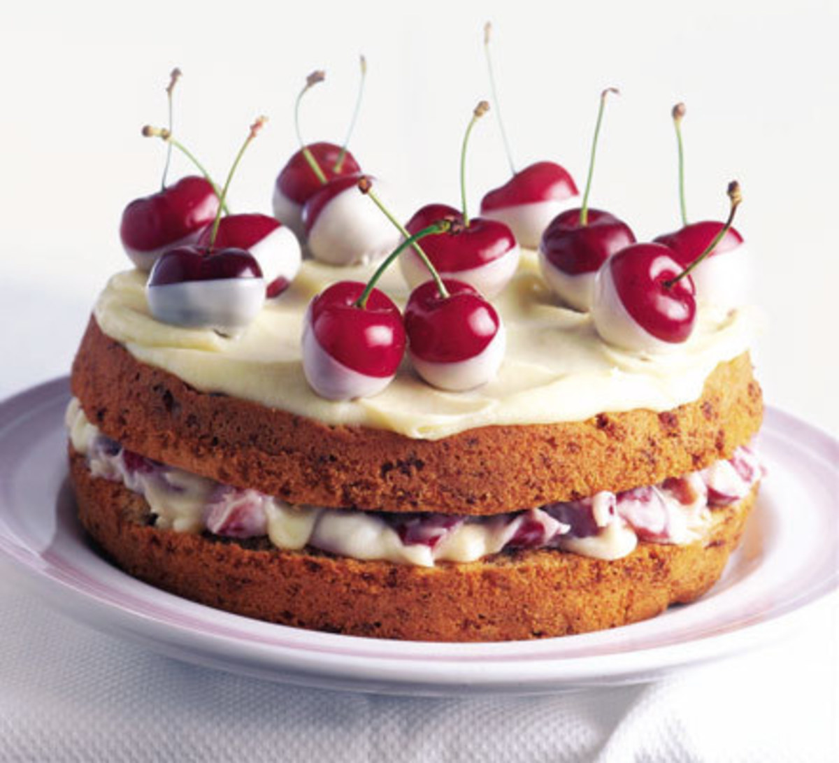 Cherry cake with lots of good aroma for your tongue.