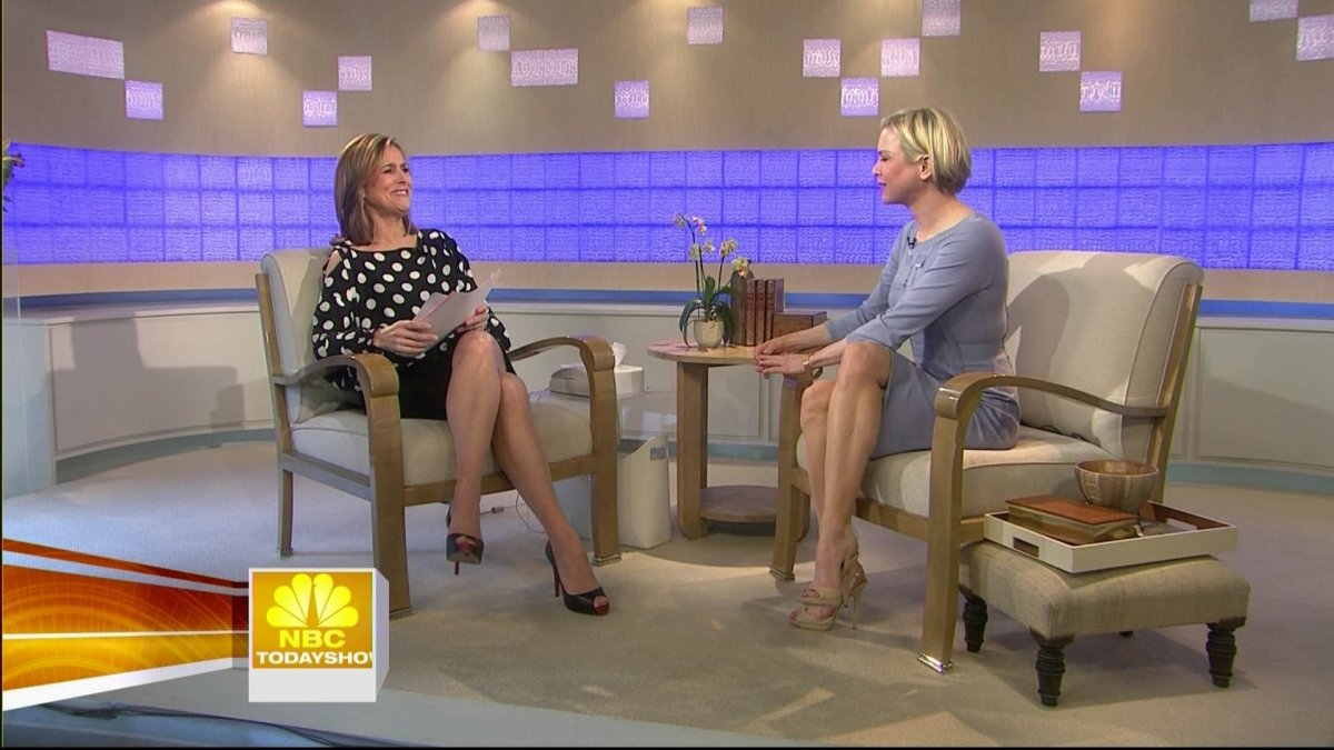 Meredith Viera interviewing Renee Zellweger. Both women have toned and fit legs wearing high heels