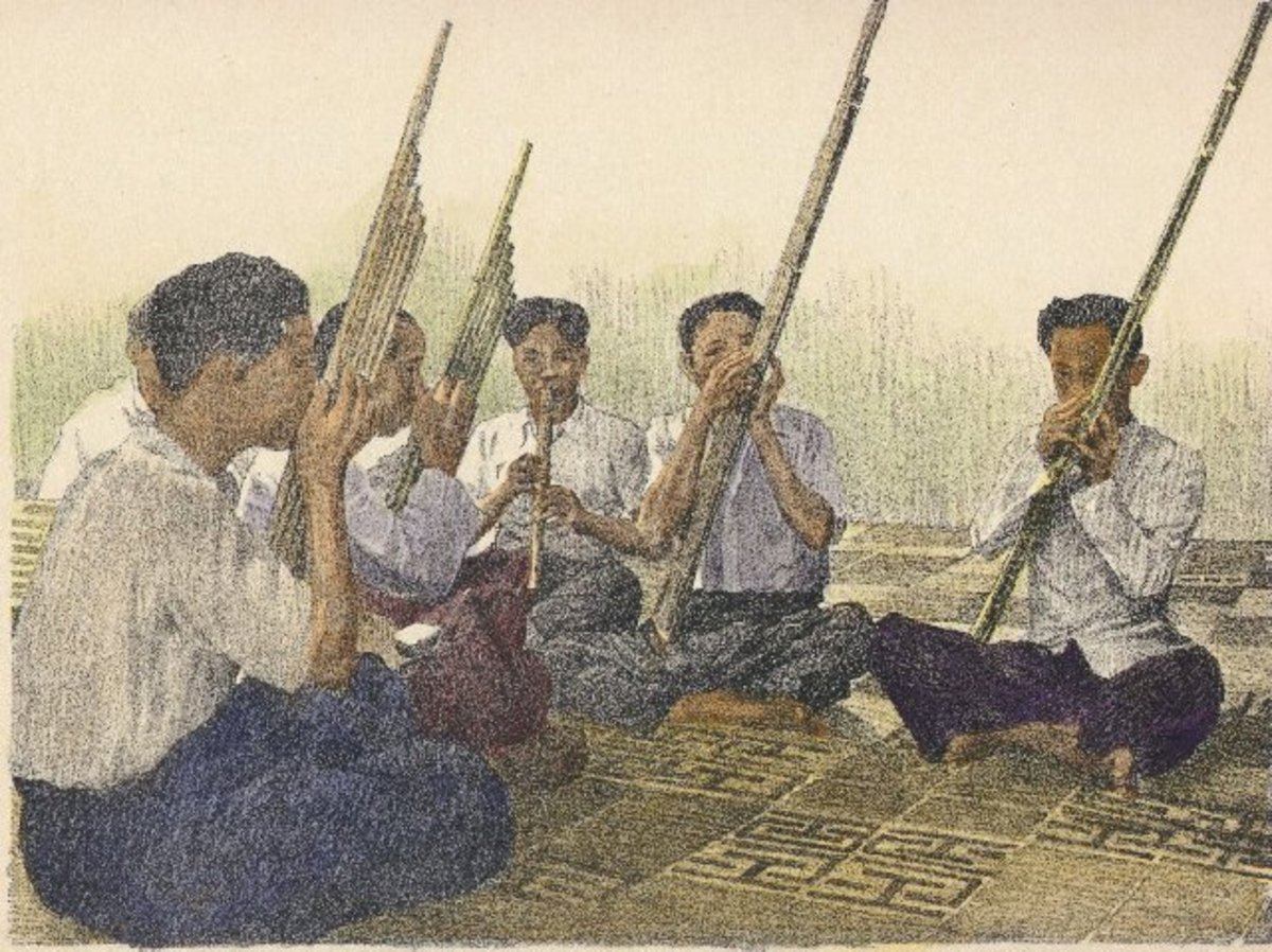 Traditional Lao Khene Lessons. Courtesy Laoembassy.com