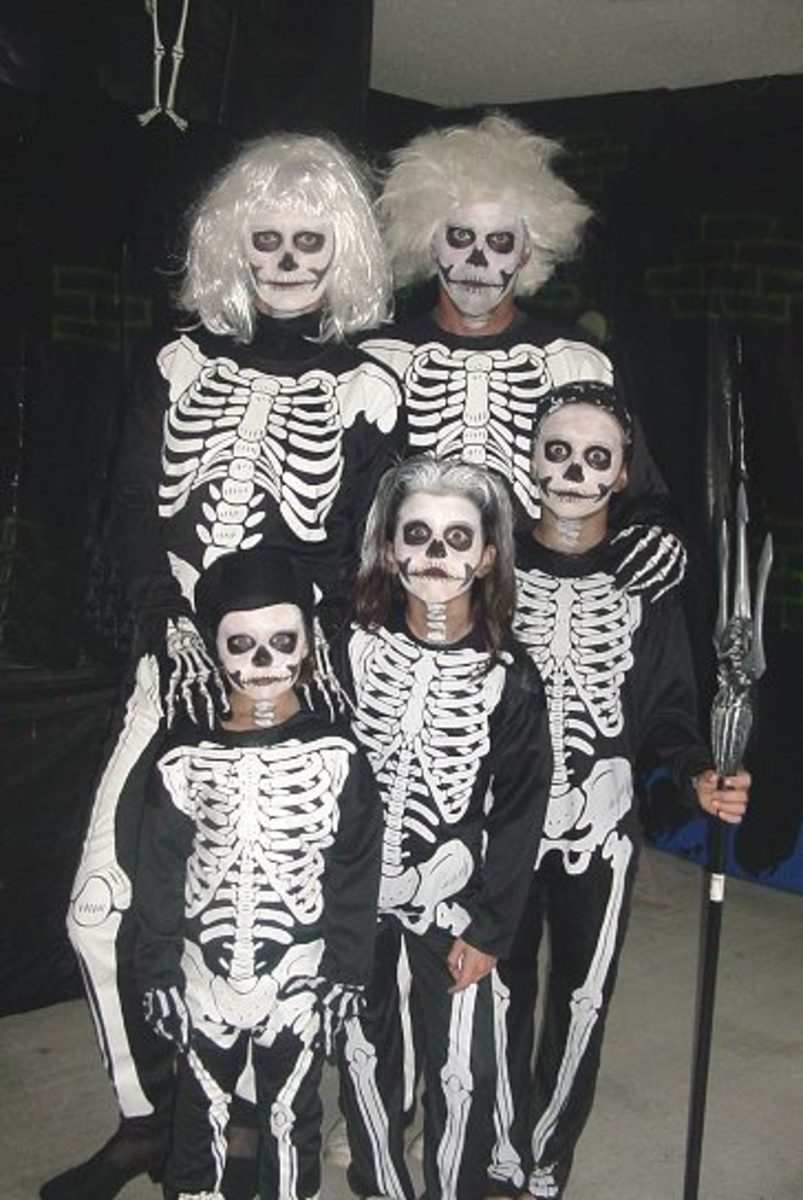Family Halloween Costume Theme - Skeletons