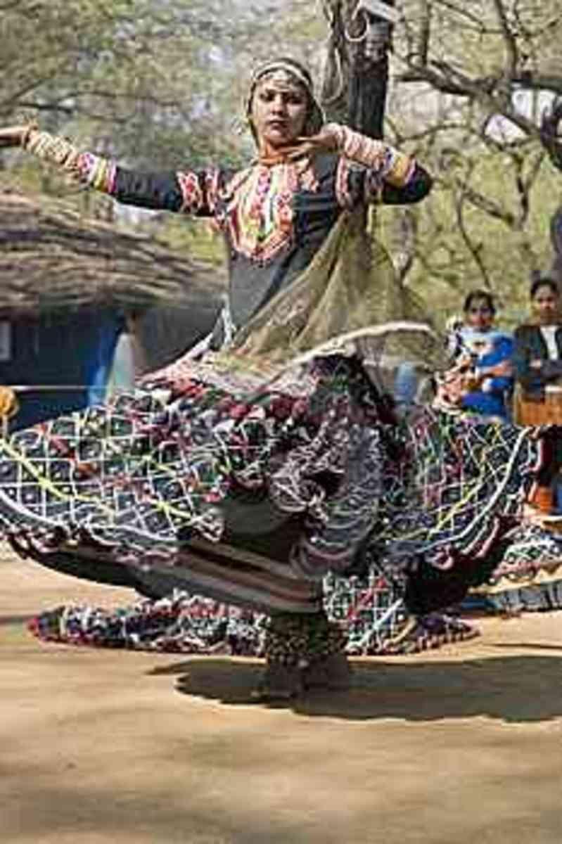 The fast paced kalbeliya dance