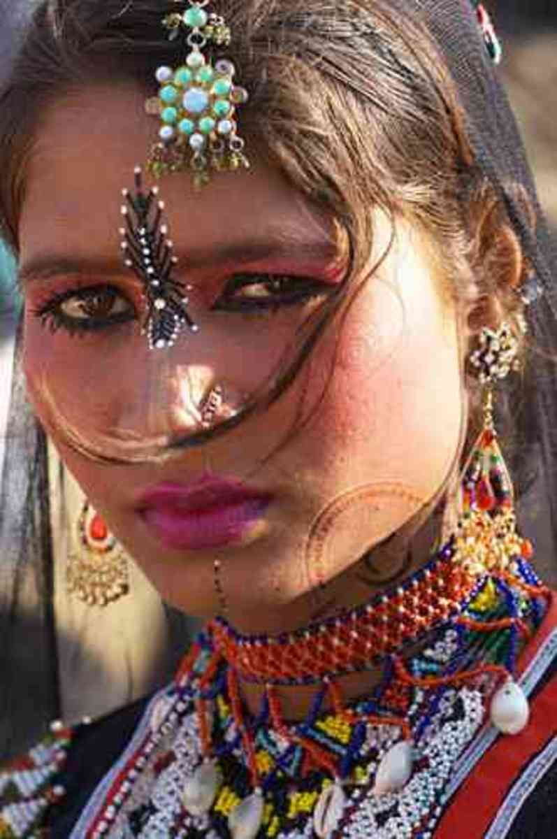 A young kalbeliya dancer in her full regalia