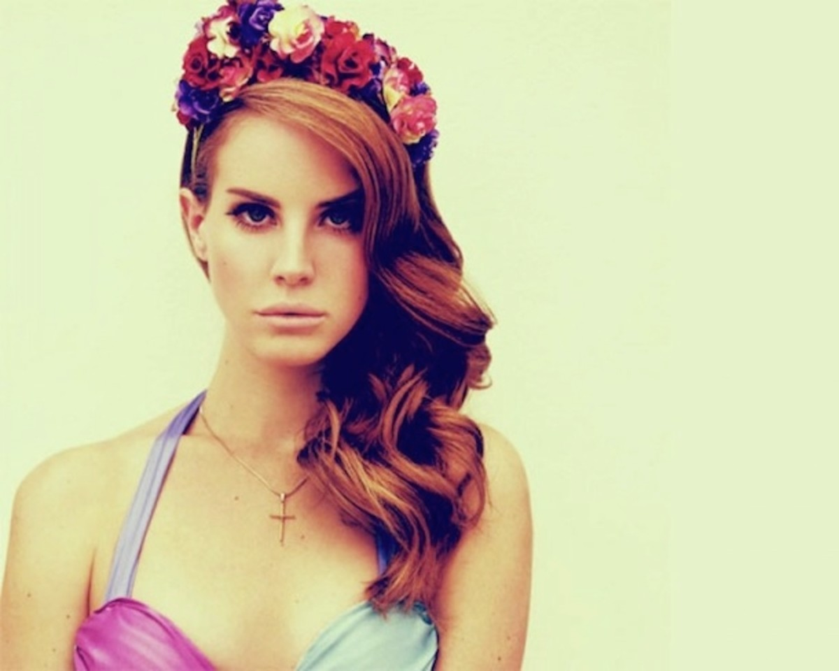 Lana Del Rey wearing a floral crown