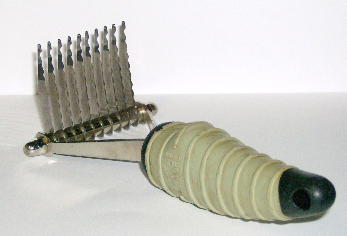 Straight handle/straight blade dematting rake