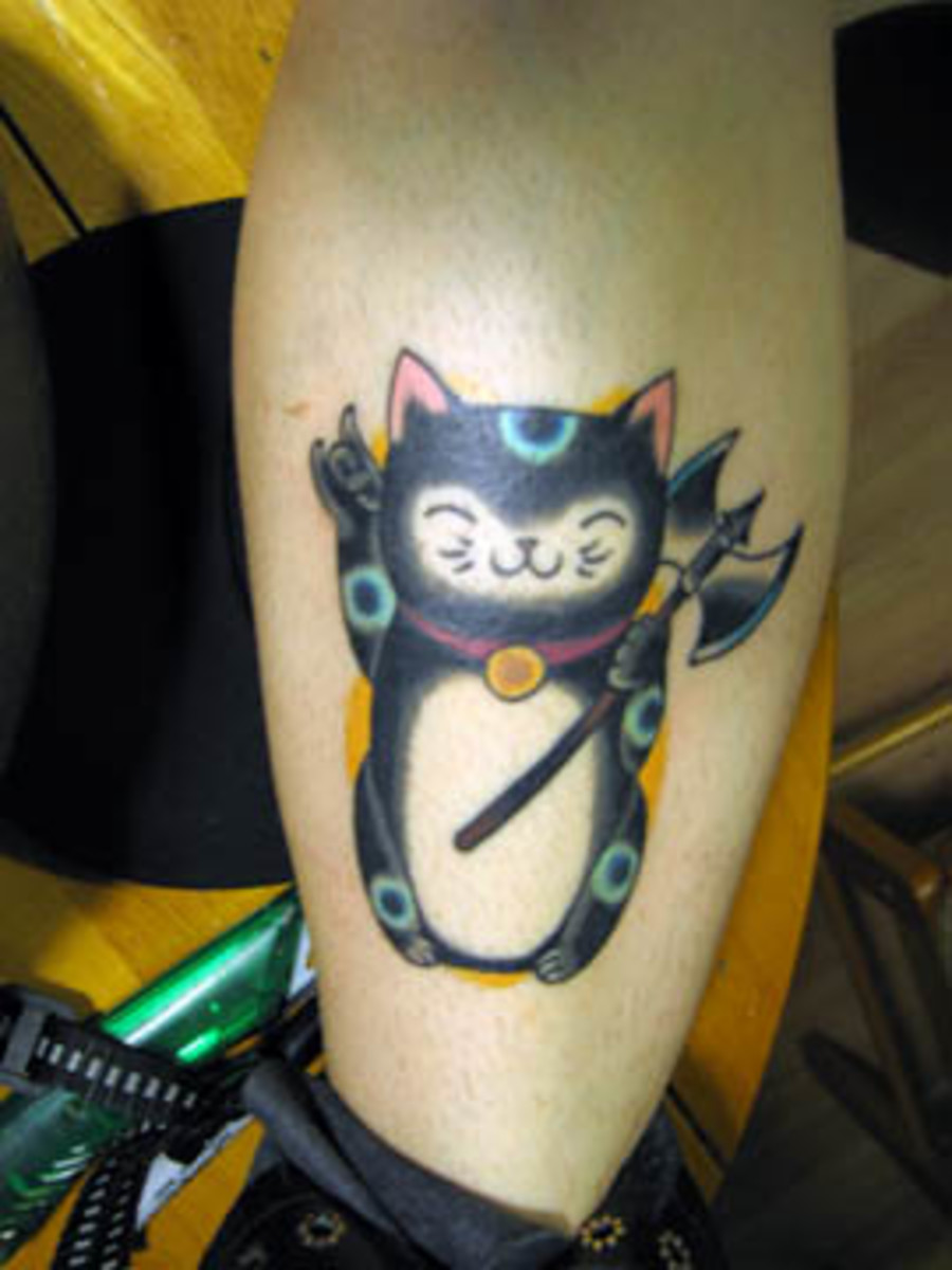 """This """"Lucky Cat"""" looks so happy.  (I wonder why he has an axe?)"""