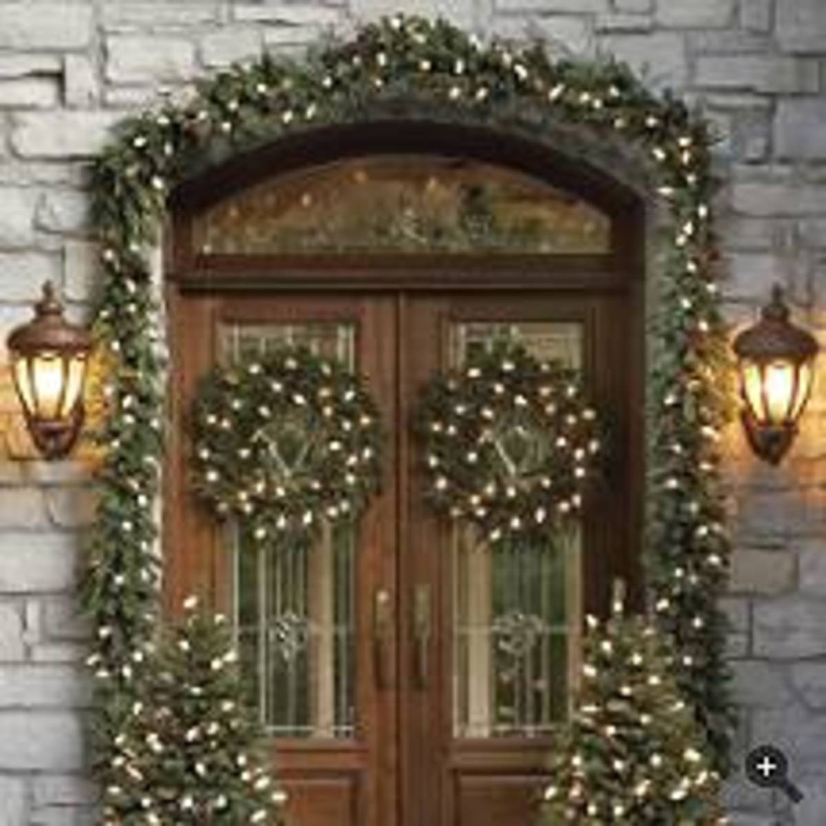 Garland christmas lights Outdoor christmas garland ideas