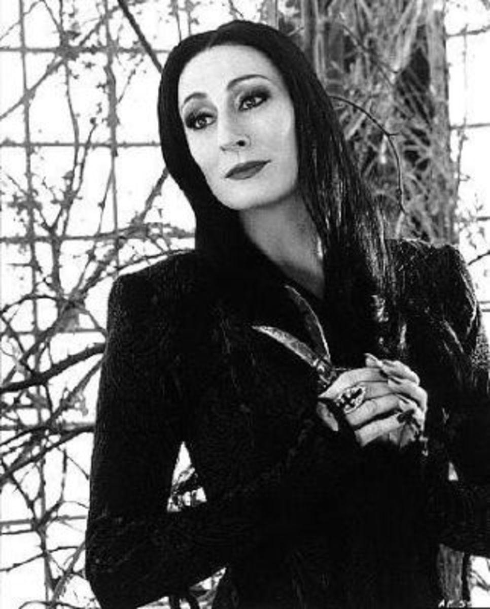 Morticia (Anjelica Huston)