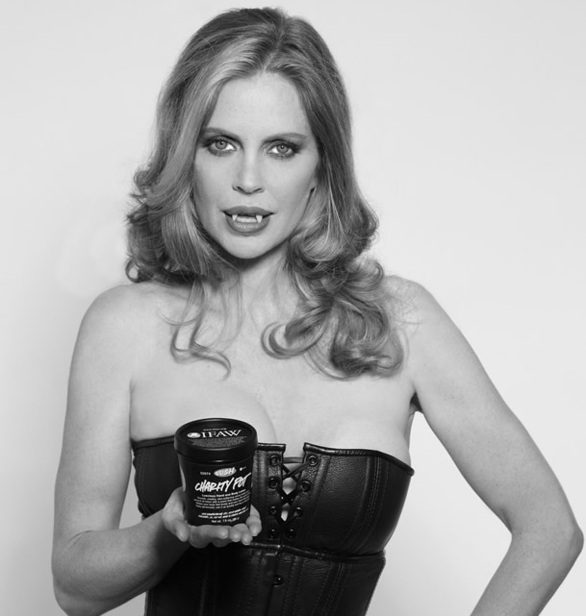 Pam (Kristin Bauer)