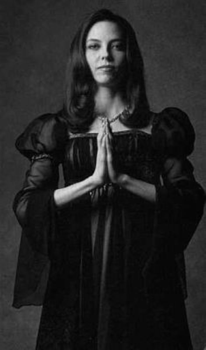 Famous Gothic and Vampire Women From TV and Movies | HubPages