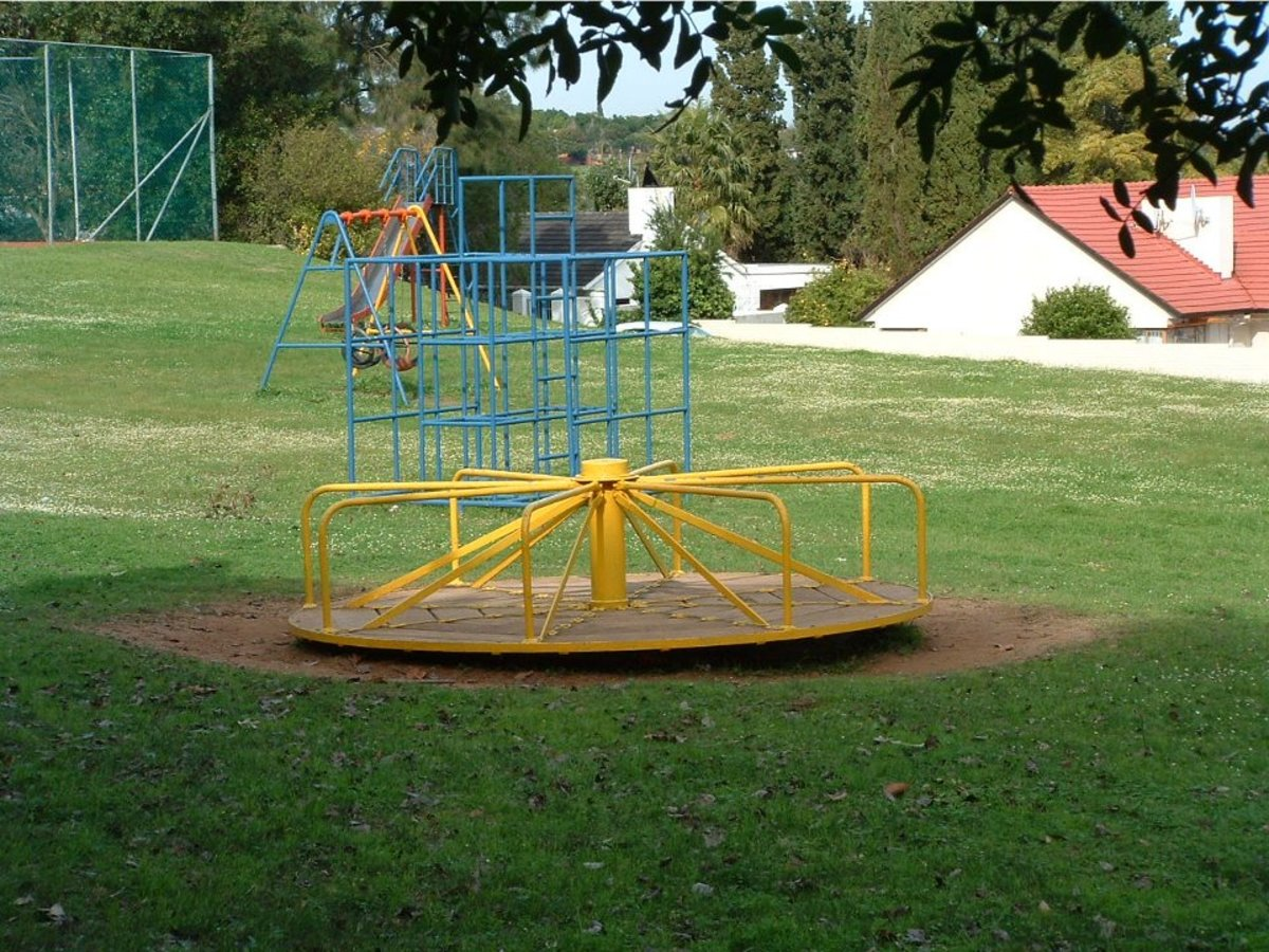 "One of the local parks, near the Tennis Club, or ""The Kenridge Sports & Social Club"". It's referred to as De Villiers Park."