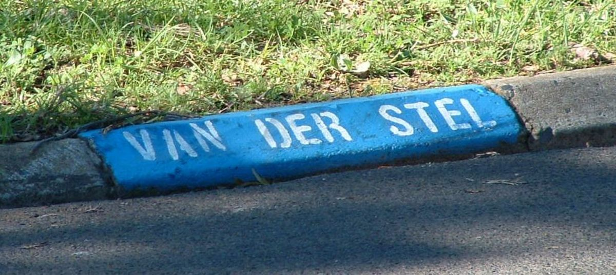 Van der Stel Avenue. Named after Simon van der Stel, last Commander and first Governor of the Cape Colony.