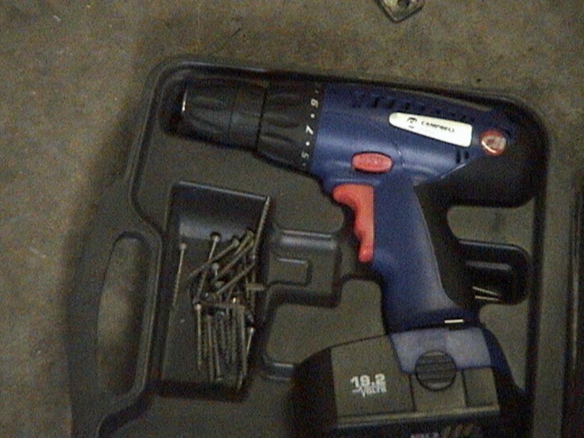 Cordless Drill w/ screws
