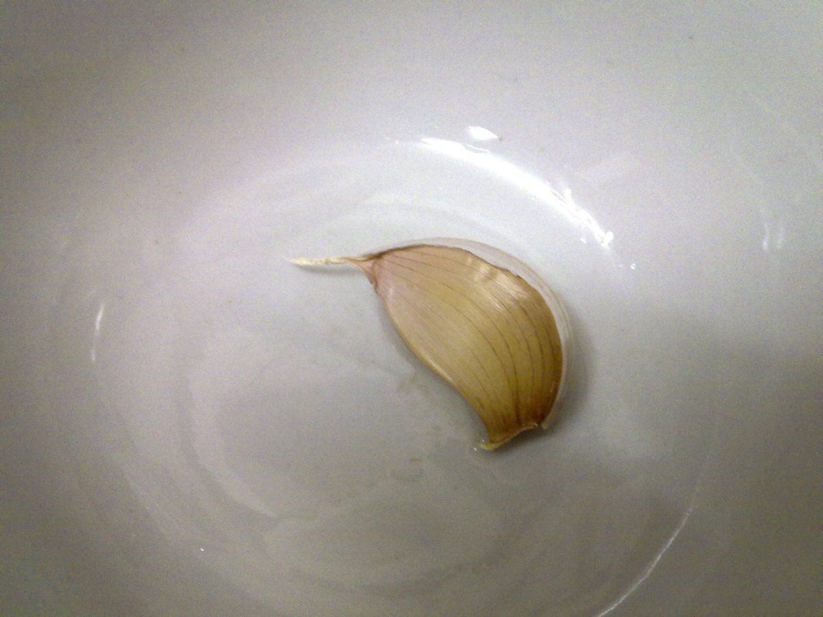 big piece of garlic, better than using 2 small ones.