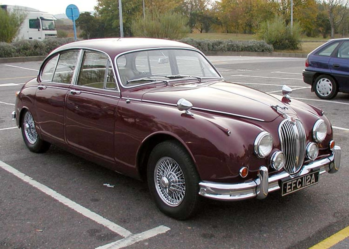 Jaguar 3.4 Mkll from Wikimedia Commons. A public domain image.