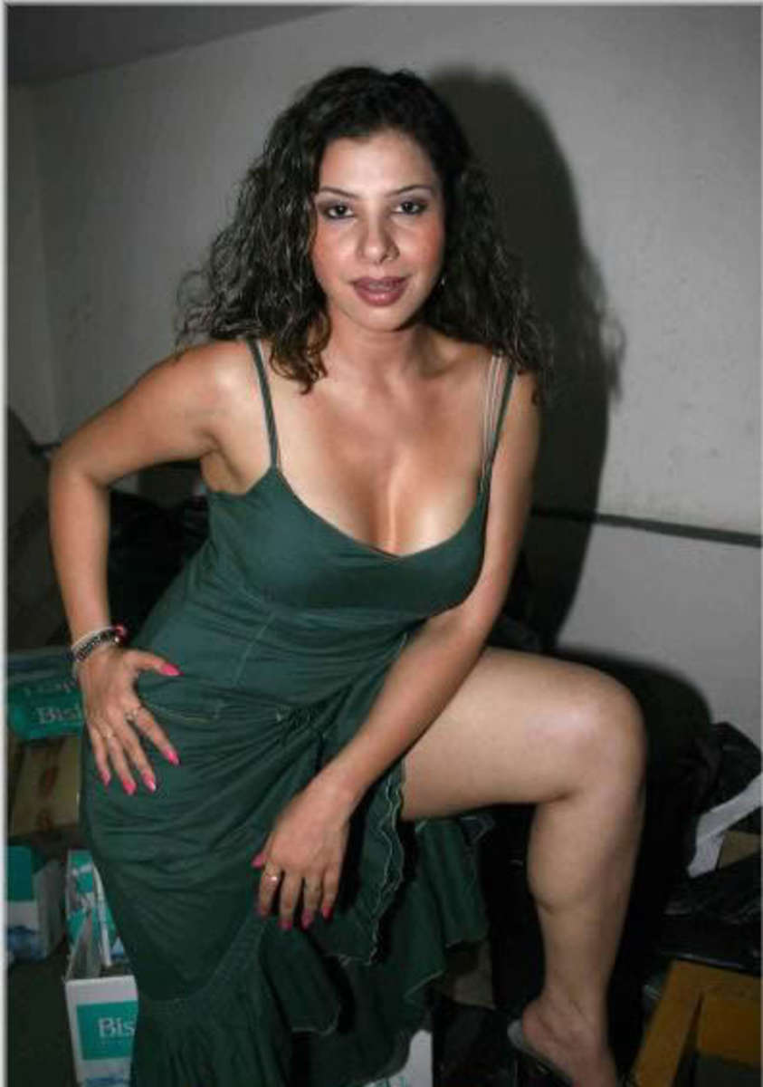 hot-bolly-chick-sambhavana-seth