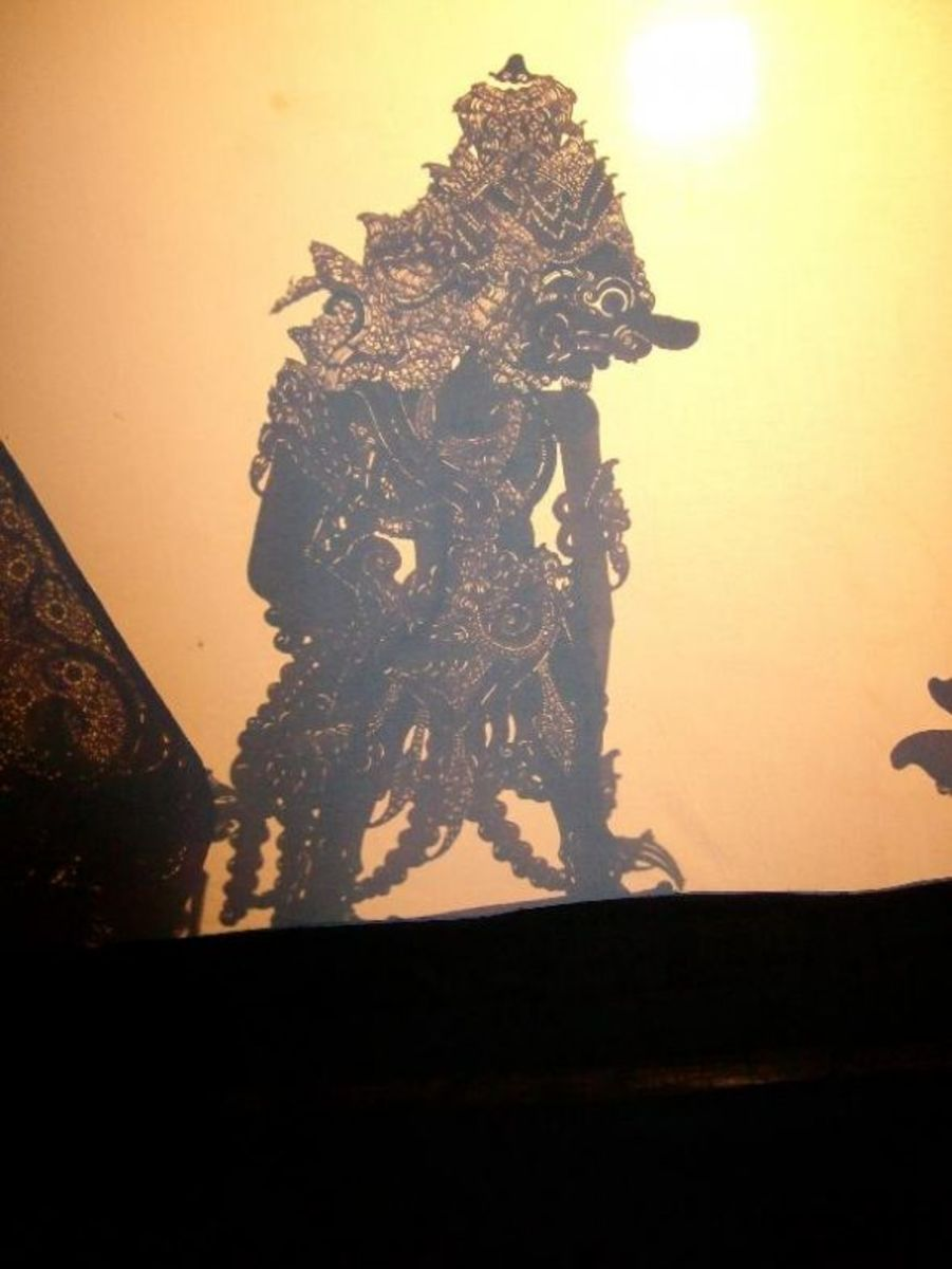 The Monster king silhouette, from behind the screen.
