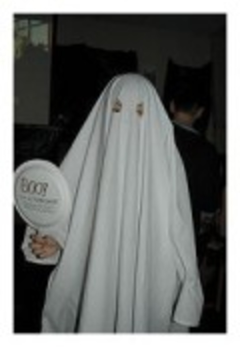 Easy Halloween Costume to Make -- A Scary Ghost