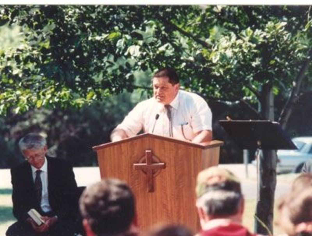 Kosta Radissavljeic speaking at his son Jason's Memorial Service
