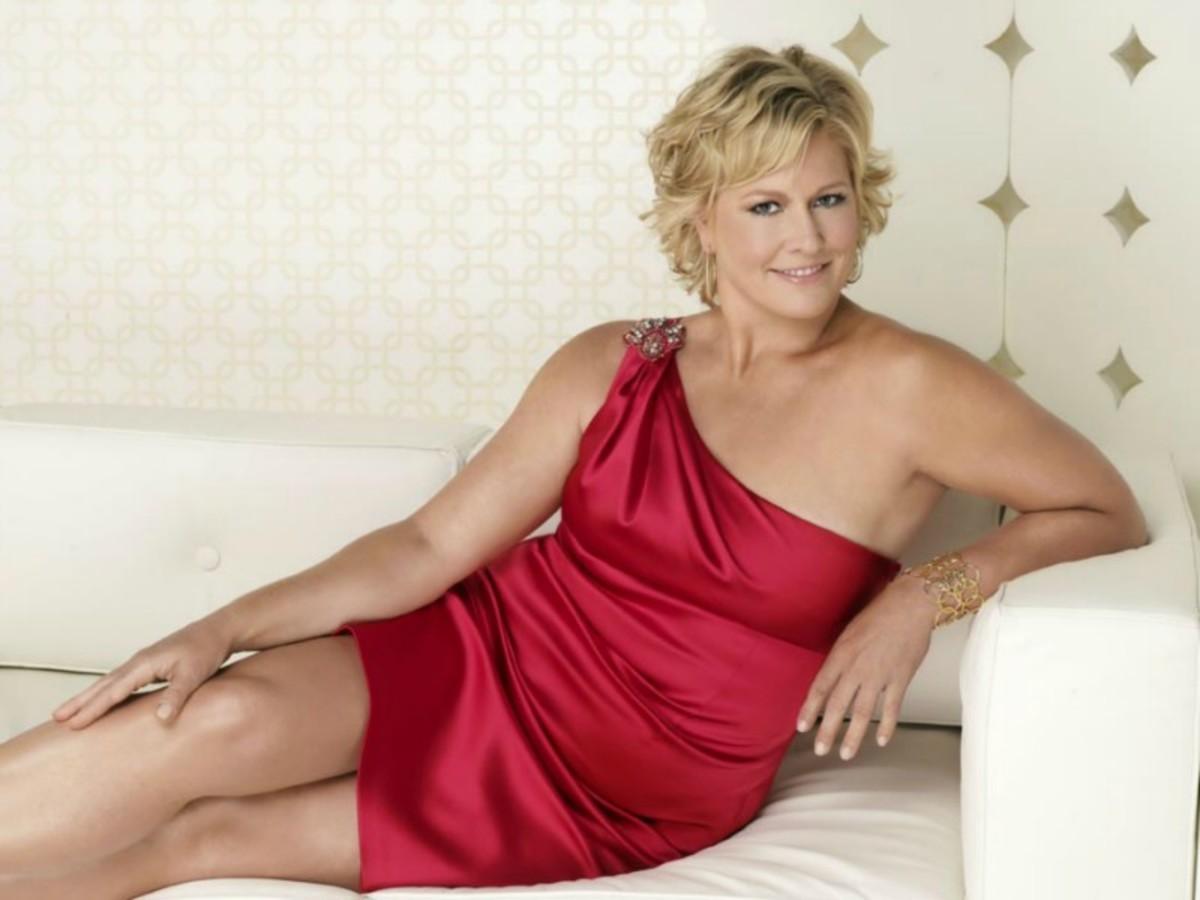 Emme Aronson - Plus Size Model