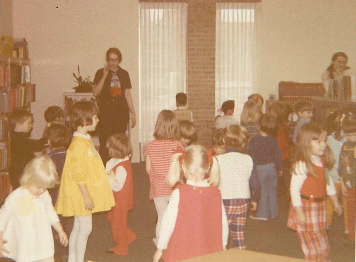 Here I am back in the 1970s when I first held weekly storytimes. We're all having a turn around before we sit back down. Young children can't sit for long stretches of time.