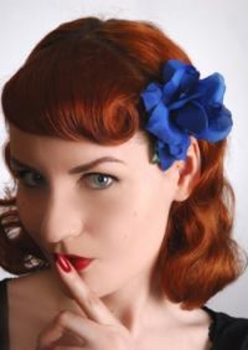 A very sexy pin up style. Make sure you use your hair accessory when styling!