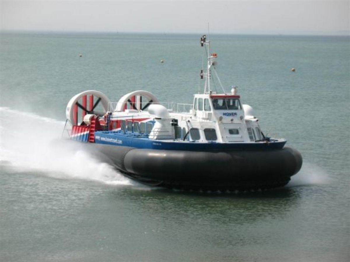 Hovertravel Freedom 90 approaching the Hovercraft Museum at Lee on Solent