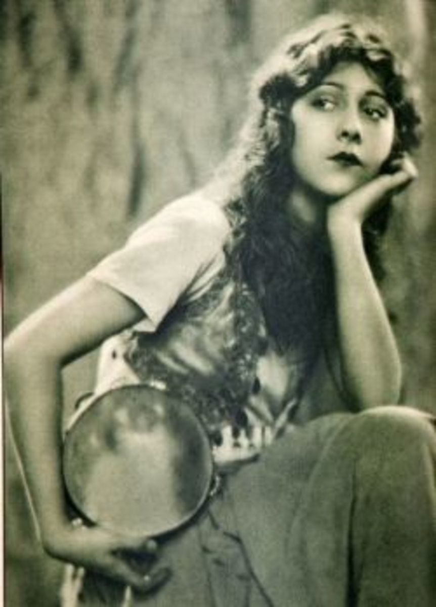 Patsy Ruth Miller as Esmeralda