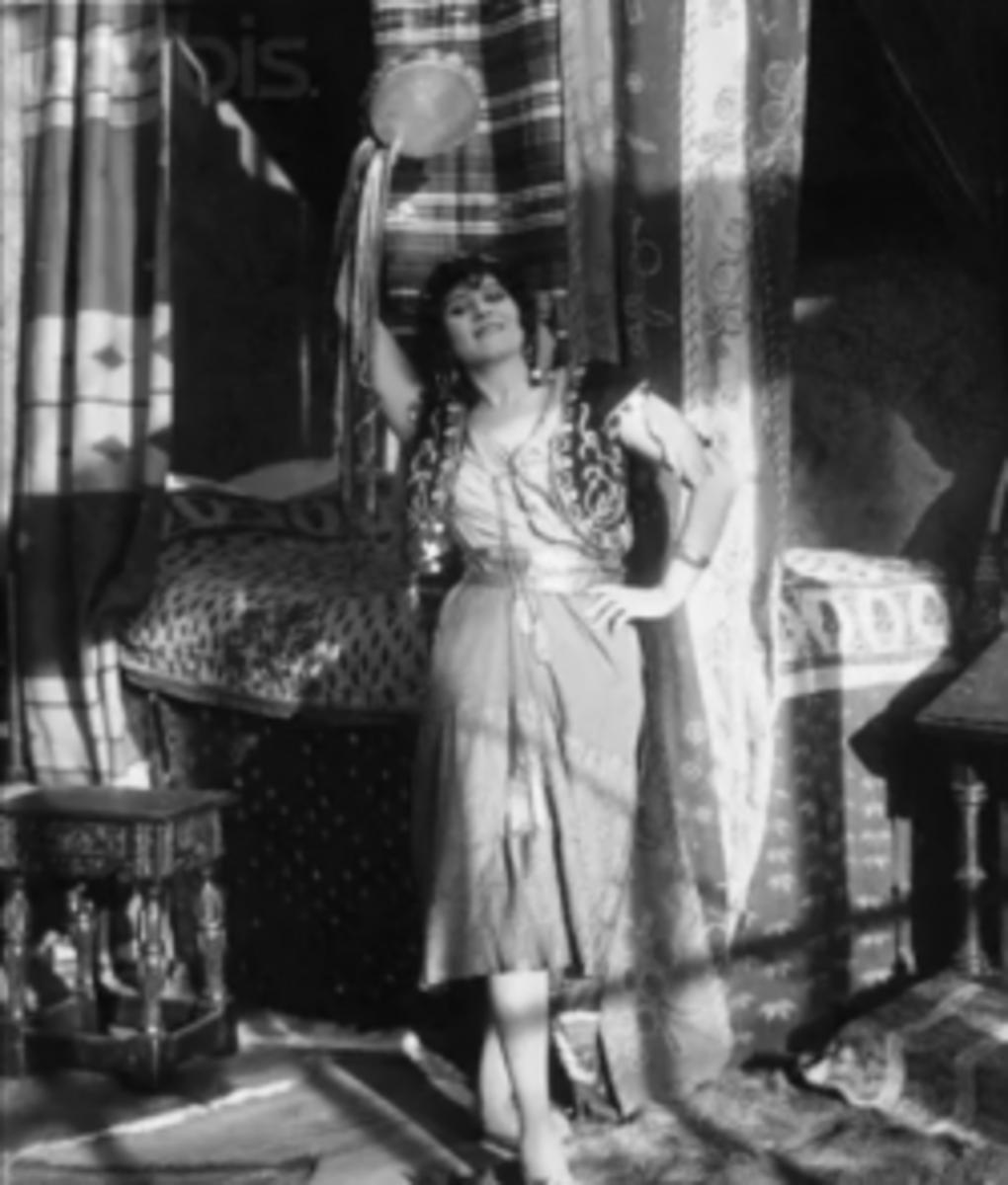 Theda Bara as Esmeralda