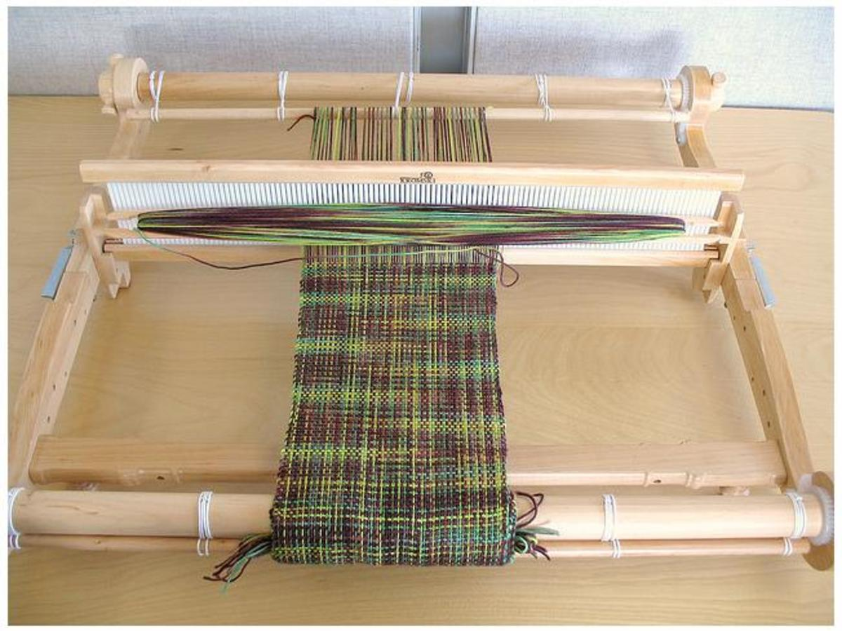 The brand of loom is the Kromski Harp.